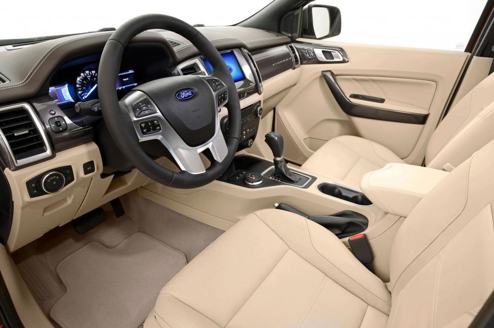 Ford Everest 2021 sở hữu hệ thống ghế ngồi rộng rãi, sang trọng