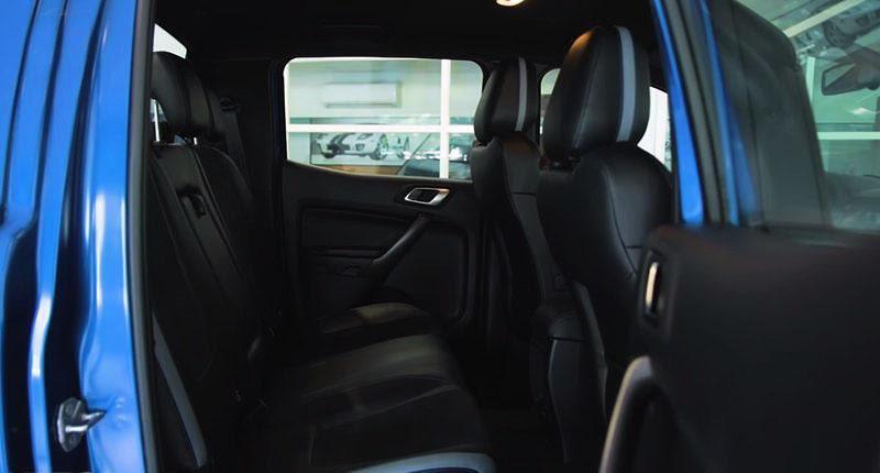 Không gian ghế ngồi không được rộng rãi là một điểm trừ cho dòng vua bán tải này