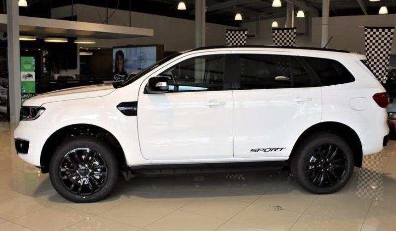 Ford Everest 2021 không có quá nhiều thay đổi ở phần thân xe
