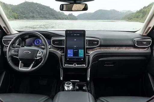Bề mặt táp lô Ford Explorer 2021 hiện đại và sang trọng