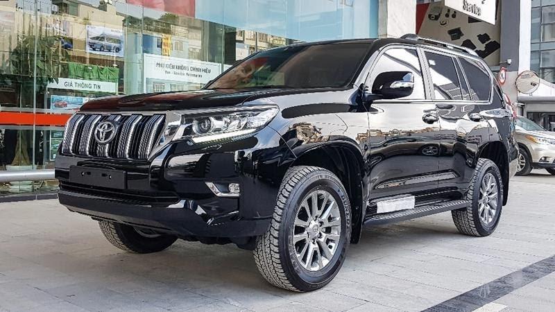 Toyota Land Cruiser 2021 màu đen ánh kim