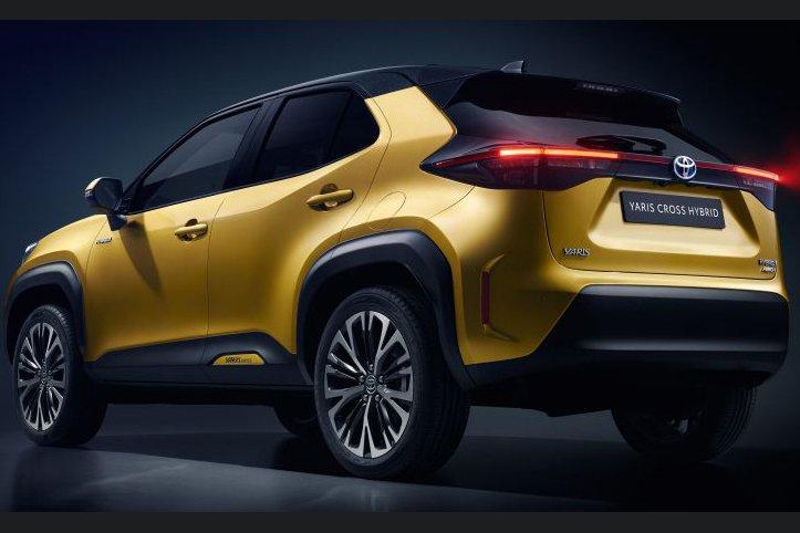 Đuôi xe Toyota Yaris 2021 giữ nguyên thiết kế bầu bĩnh