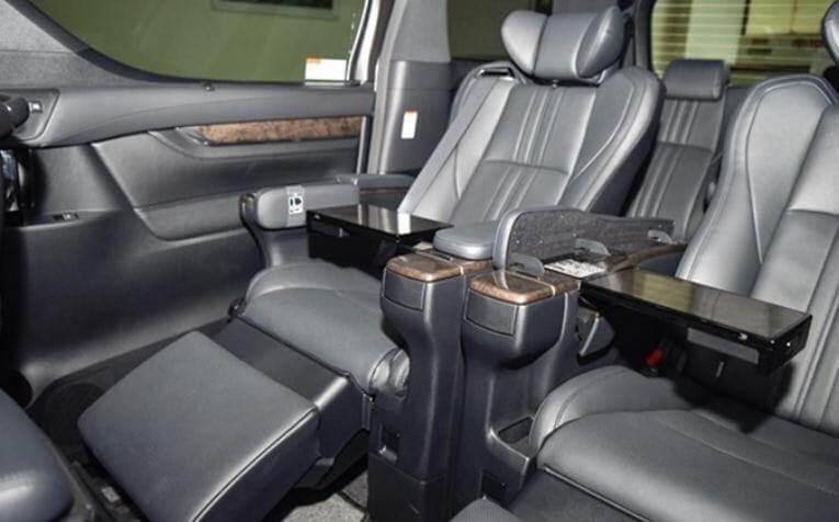 Hệ thống ghế ngồi được thiết kế hiện đại, cao cấp.