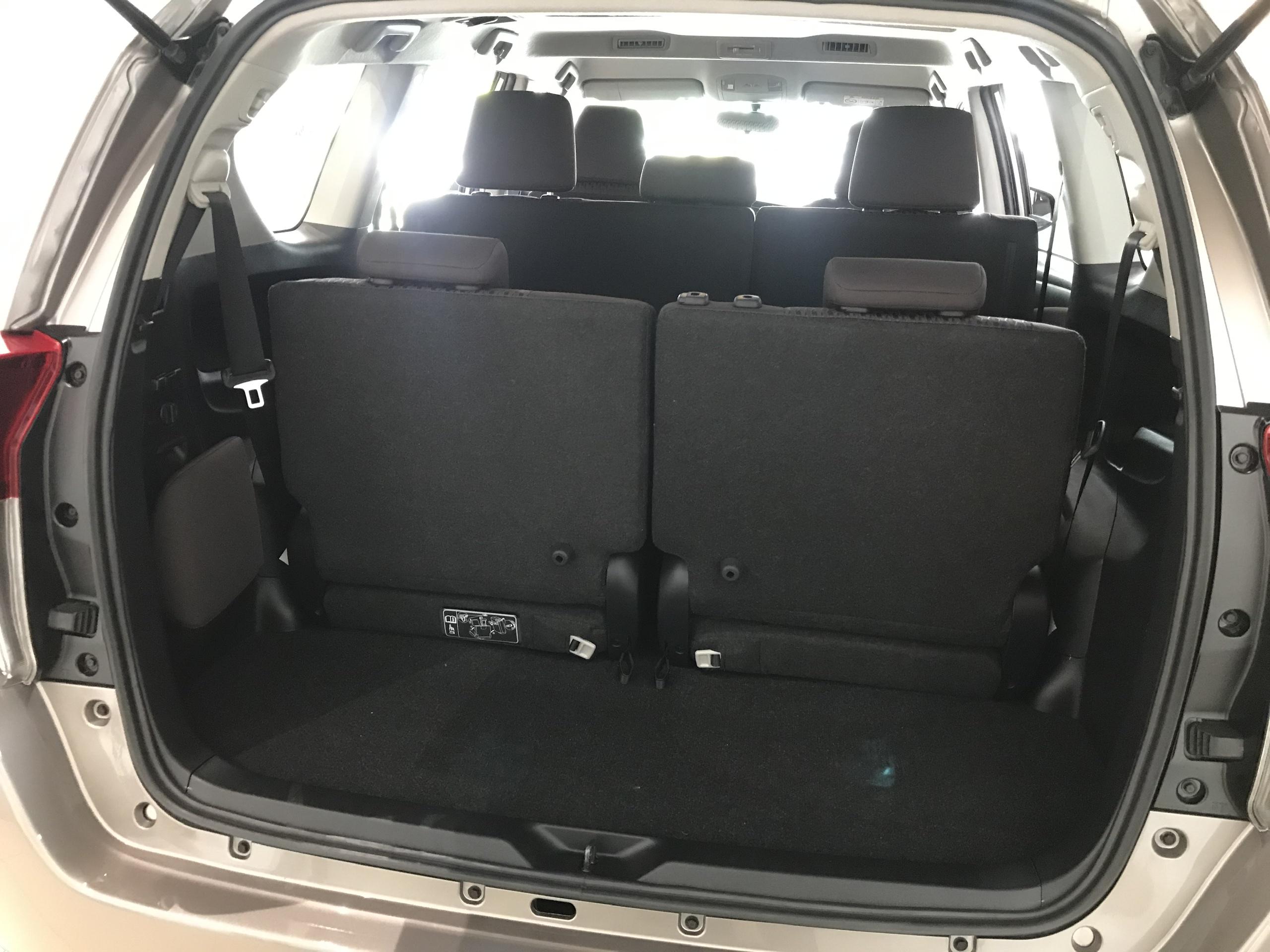 Khoang hành lý trên Toyota Innova 2021 chỉ đủ dùng chứ không quá rộng rãi