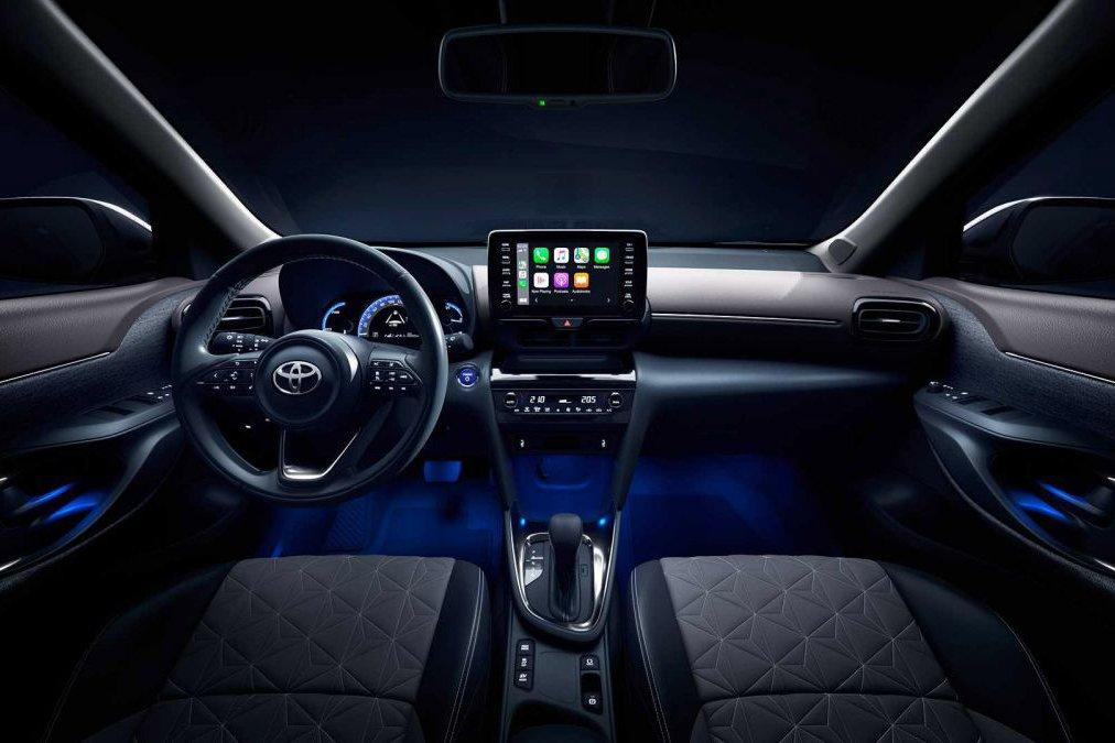 Toyota Yaris 2021 có bề mặt táp lô được thiết kế gọn gàng