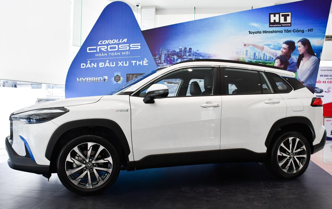 Thân xe Toyota Corolla Cross 2021 rắn rỏi nhờ những đường gân