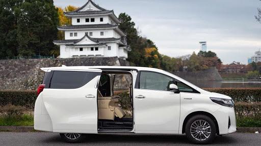 Phần thân xe được thiết kế sang trọng, hiện đại.