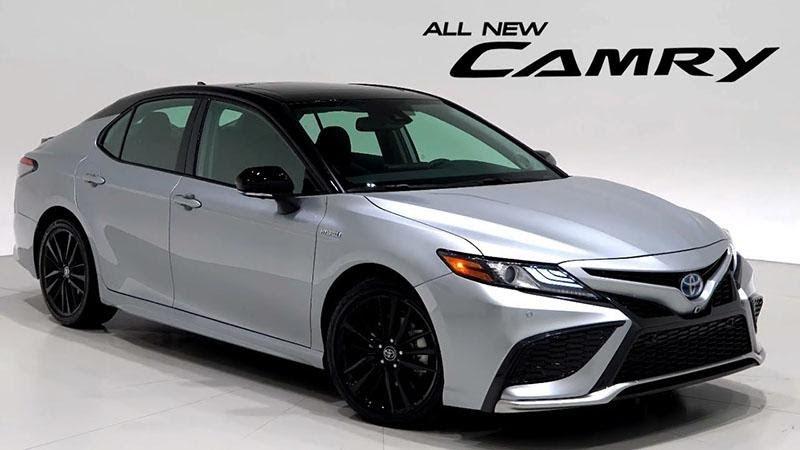 Toyota Camry 2021 màu bạc