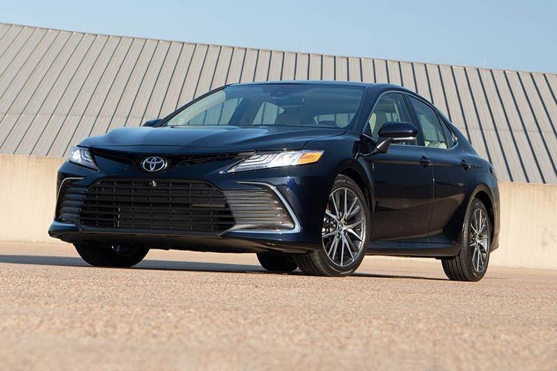 Toyota Camry 2021 màu than chì
