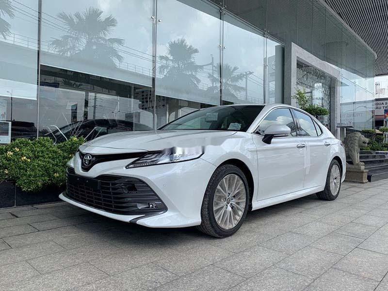 Toyota Camry 2021 màu trắng