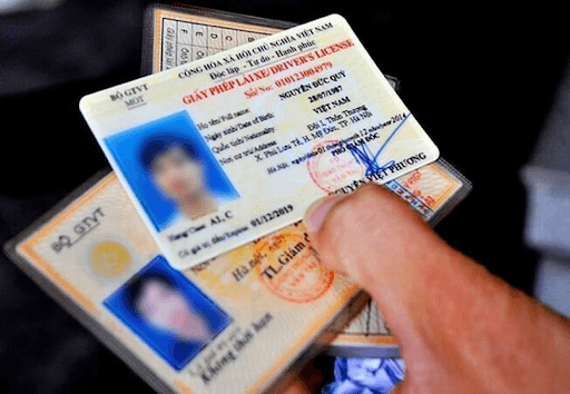 Người lái xe bắt buộc mang theo 4 loại giấy tờ