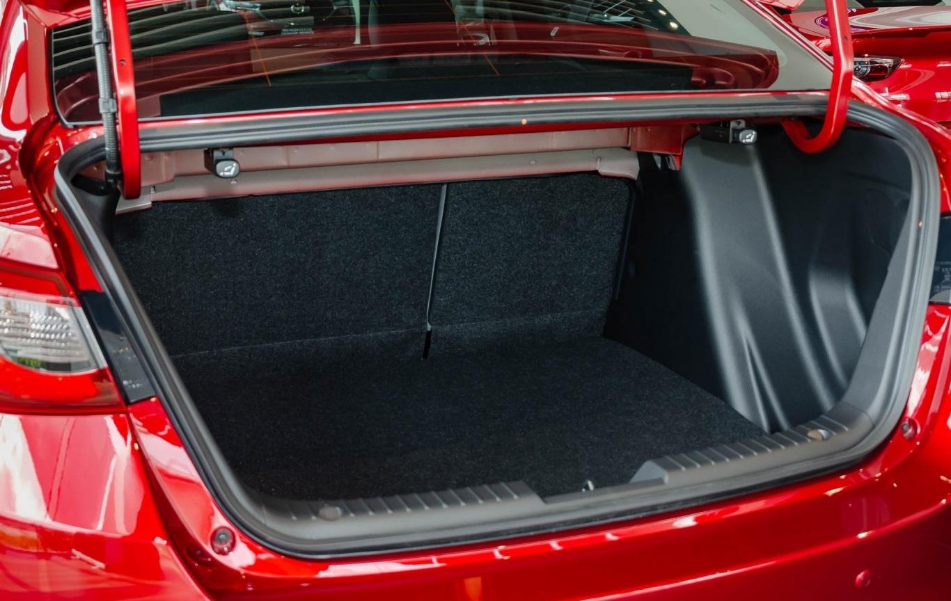 Đánh giá xe Mazda 2 2021 về khoang hành lý
