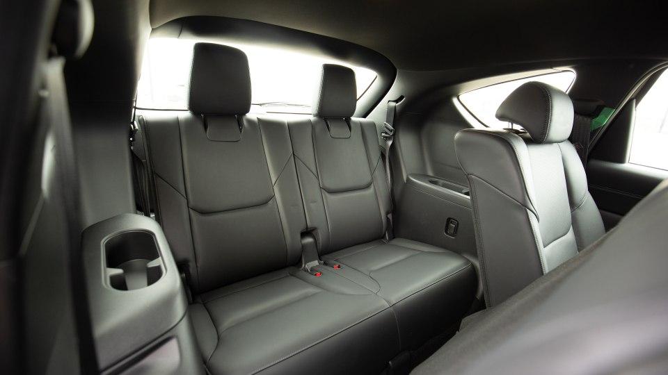 Khoang hành khách Mazda CX-8 2021 rộng rãi, thoải mái và tiện nghi.