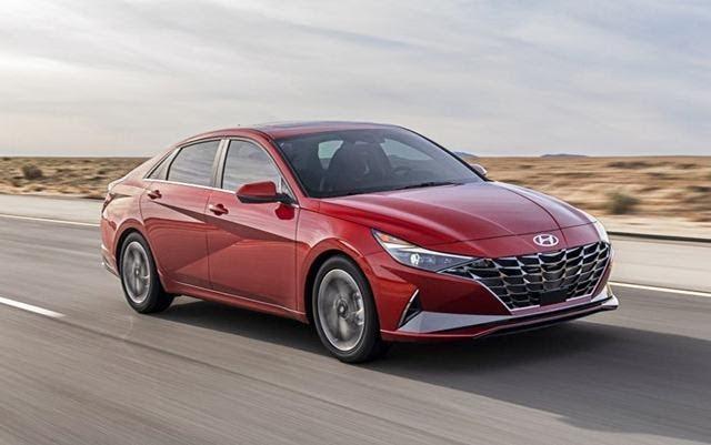 Hyundai Elantra sở khả năng vận hành êm ái, linh hoạt.