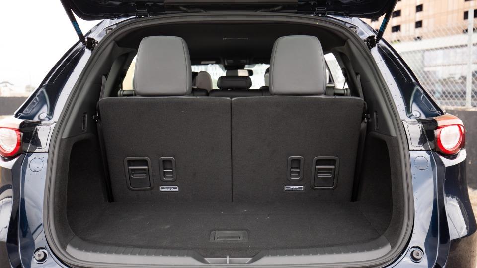 Đánh giá xe Mazda CX-8 2021 về khoang hành lý