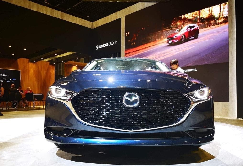 Mazda 3 2021 màu xanh