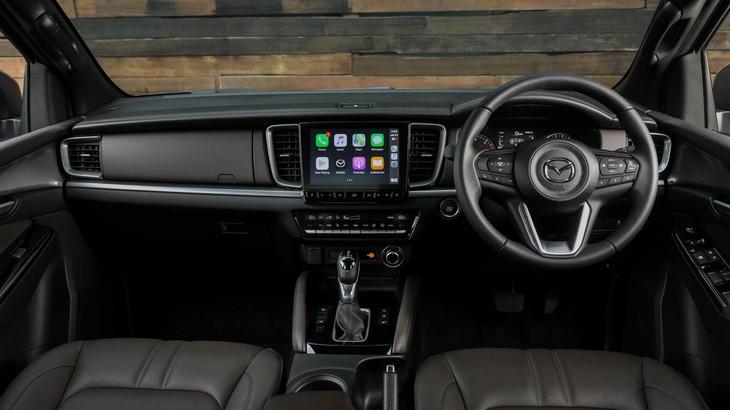 Khoang lái có thiết kế tinh giản, sang trọng và hiện đại.